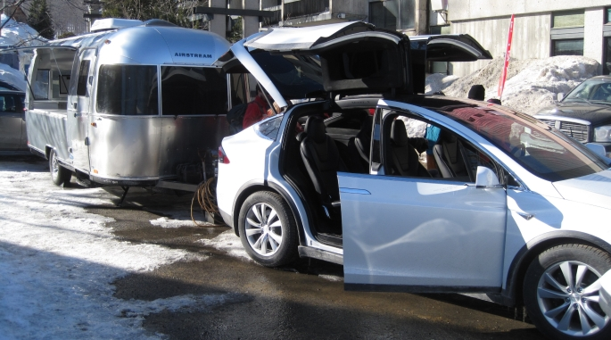 Caravan Tesla X.jpg
