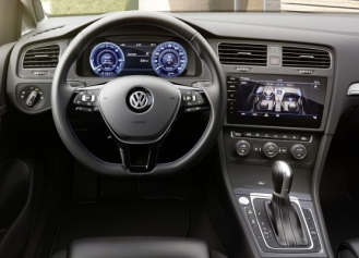 050 Evolu6 VW eGolf dash