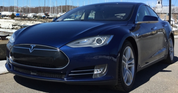 051 Evolu7 Tesla S front