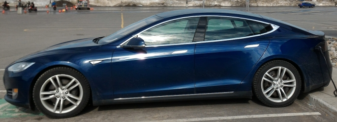 051 Evolu7 Tesla S side