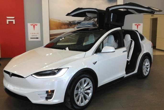 051 Evolu7 Tesla X