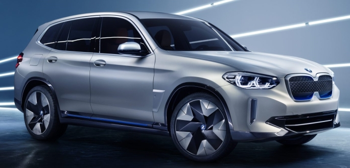 054 Evolu10 BMW iX3