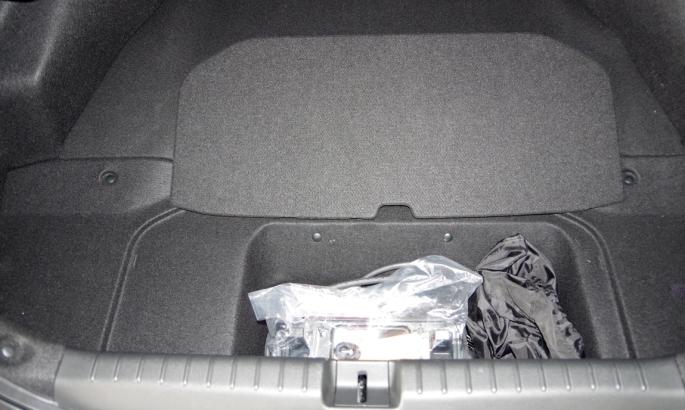 074 Honda Clarity Coffre Sous.jpg