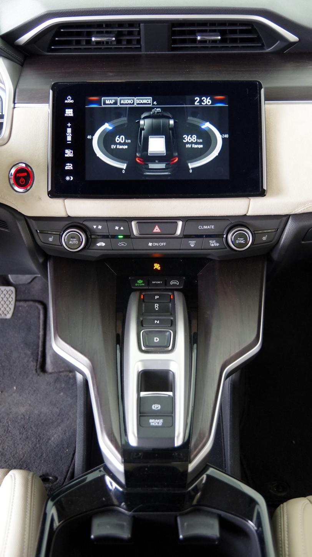 074 Honda Clarity Console.jpg