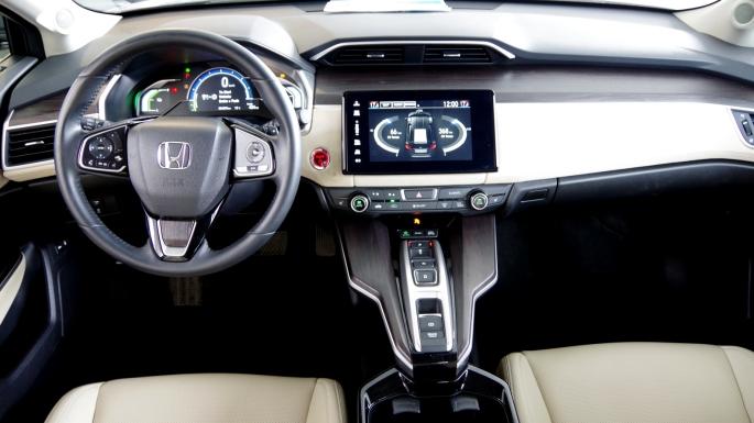 074 Honda Clarity Dash.jpg