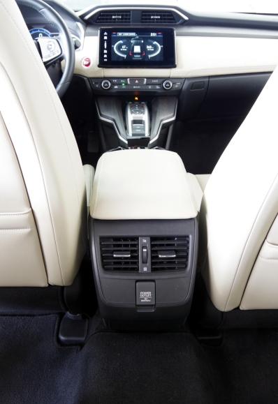 074 Honda Clarity In arr Chauf.jpg