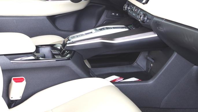 074 Honda Clarity Range console.jpg